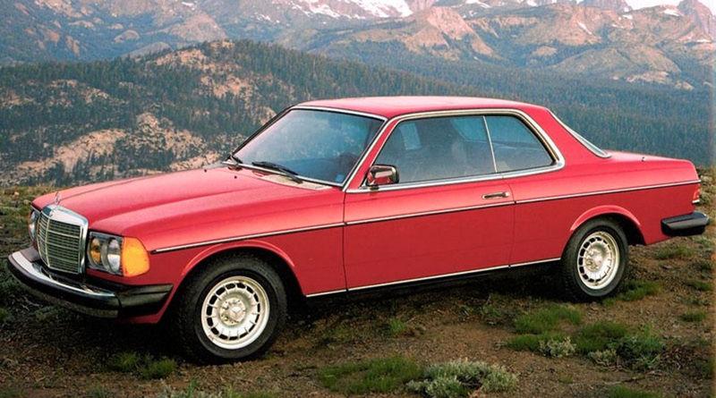 Kupé prišlo rok po debute sedanu. Bolo nižšie a malo aj kratší rázvor. Bezrámová konštrukcia okien si vyžiadala posilniť predné a zadné stĺpiky.