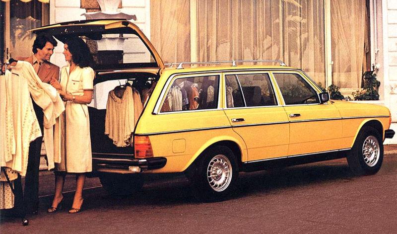 V roku 1977 debutovalo úspešné kombi T. Už v základe odviezlo 523 litrov nákladu alebo s treťou lavicou sedem pasažierov. Pri zaťažení udržiaval konštantnú svetlú výšku pneumatický systém na zadnej náprave.