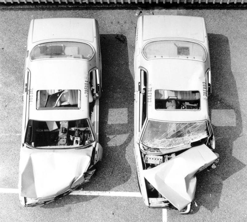 Bezpečnosť W124 bola jedným z predajných argumentov. Nepriniesla však zásadné zmeny. Na airbagy si muselo Piano počkať až do roku 1982.