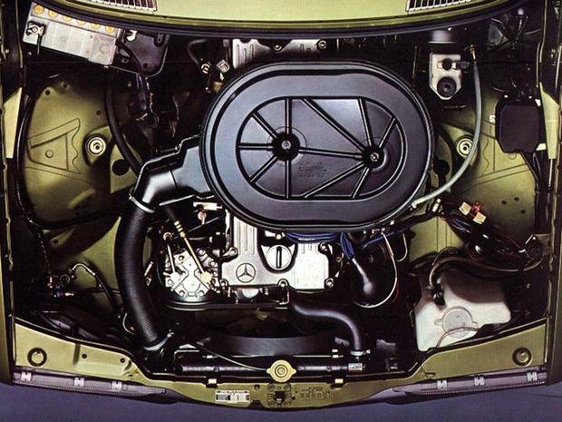 Motory prevzalo W123 s výnimkou 6-valca 280 z predchodcu. Zato dostalo hneď od začiatku naftové agregáty. Samozrejme bez turba.