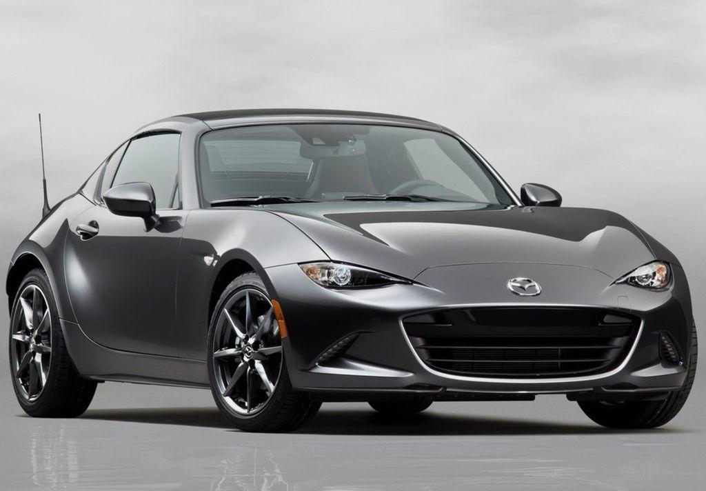 Mazda MX-5 RF je vďaka pevnej sklápacej streche univerzálnejším modelom.