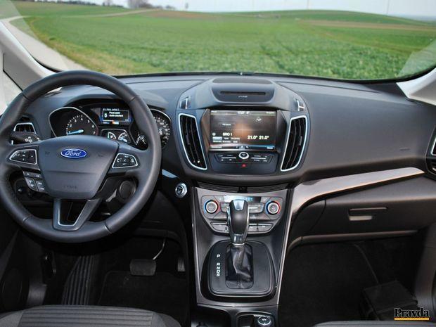 Vypracovanie palubnej dosky je vo Forde tradične na vysokej úrovni.