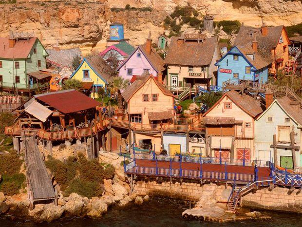Popeye Village, Mala, Mestečko námorník Pepek, domčeky, more, zátoka Anchor Bay