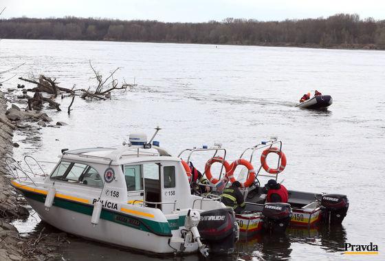Záchranárske práce na Dunaji pokračujú druhým dňom.