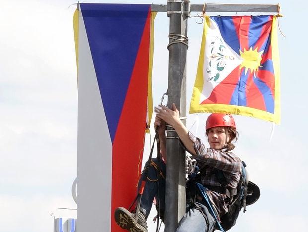 Česká republika, Čína, demonštranti, Si Ťin-pching, Praha, čínska vlajka, tibetská vlajka