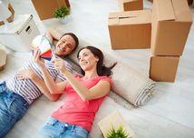 mladí, mladomanželia, pár, nový byt, bývanie, hypotéky, zariadenie domu, sťahovanie, renovácia