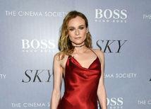 Herečka Diane Kruger žiarila na akcii v červených šatách Cushnie et Ochs.