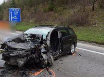 dopravná nehoda, havária, zničené auto, auto,