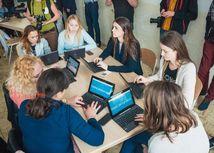 Studenti dnes na hodine zodpovedneho podnikania pracovali uz s pomocou tabletov Hotelova akademia Mikoviniho BA