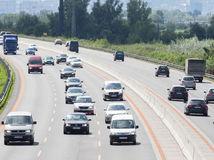 dialnica D1, kolona aut, dodrziavanie predpisov