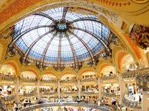 Galeries Lafayette, nákupný dom, obchodný dom, kupola, obchody, Paríž, nákup, oblečenie, luxus, zákazníci,