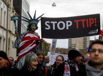 TTIP, protest, socha slobody