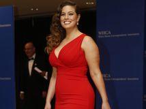 červené šaty pre bacuľky a ženy s krivkami - Ashley Graham