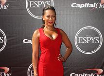 červené šaty pre bacuľky a ženy s krivkami - Melanie Brown