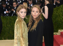 Sestry a dizajnérky značky The Row Ashley Olsen (vľavo) a Mary-Kate Olsen.