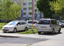 auto, parkovanie, Trnava, parkovacie miesto