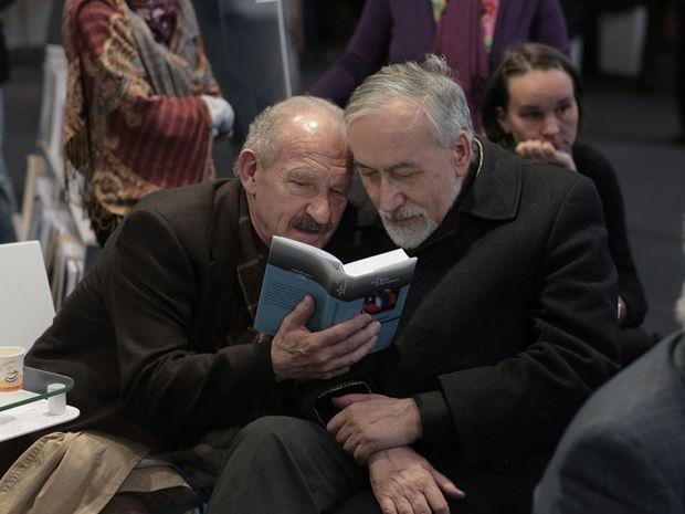 Spisovatelia Dušan Dušek a Stanislav Rakús neskrývajú potešenie z maďarského vydania svojich próz.