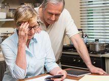 dôchodci, senior, peniaze, kalkulačka, financie, dôchodok, penzia