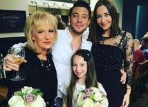 Spevák a herec Duncan James s rodinou.