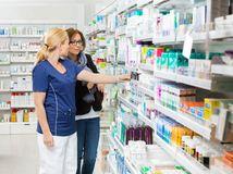 lekáreň, lieky, lekárnictvo, farmaceutička,
