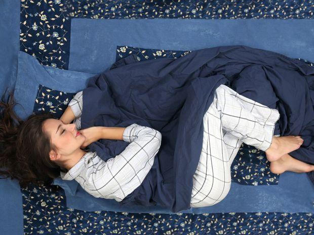 spánok, polohy pri spaní, spiaca žena,