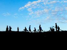 Malawi, ľudia, chodcovia, tiene, obrysy, bicykle, obloha, nebo, mraky