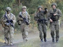 poľsko, nato, vojaci, parašutisti