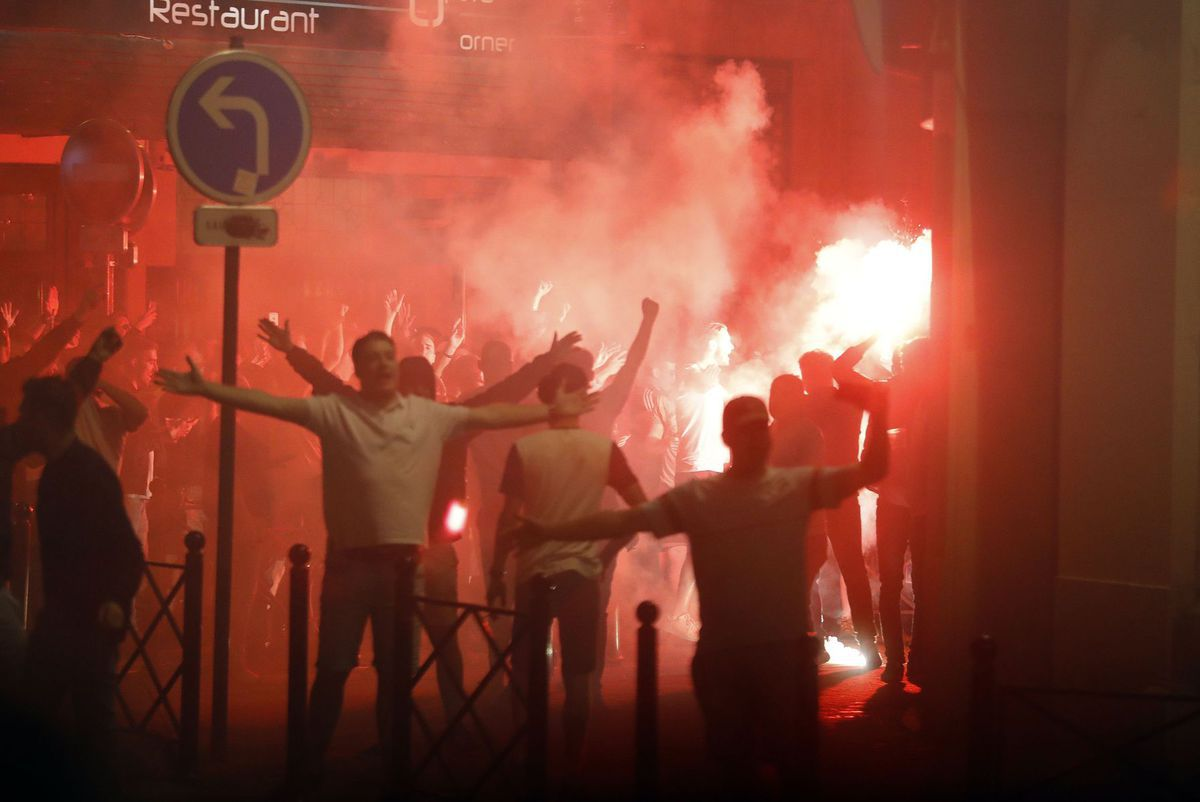 Fanúšikovia Anglicka v uliciach Lille.