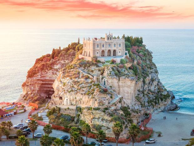 Katedrála v skalách Tropea