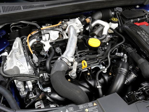 Pod prednou kapotou pracuje 4-valec 1,6 dCi s dvojicou turbodúchadiel, ktorý dáva výkon 121 kW. To je ešte o tri kilowatty viac ako v Talismane či Espace.