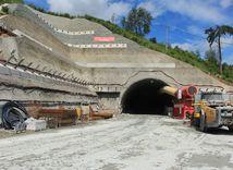 Prerazili diaľničný tunel Žilina