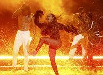 Speváčka Beyonce počas vystúpenia ku skladbe Freedom.