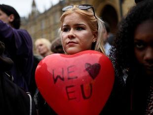 EÚ, Veľká Británia, balón, srdce, demonštrácia