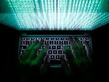 počítač, klávesnica, ruky