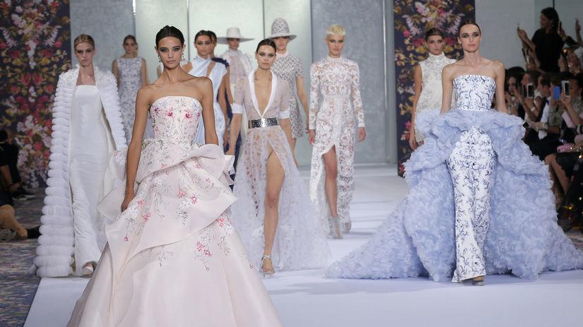 e8121cfc91c3 Úchvatná móda couture  V Paríži nechýbala dráma