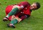 Cristiano Ronaldo po tom, ako doňho vrazil Dimitri Payet.