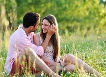 lúka, tráva, vzťah, láska, kliešť, jar