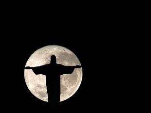 Rio de Janeiro, socha Krista Vykupiteľa, Brazília, mesiac
