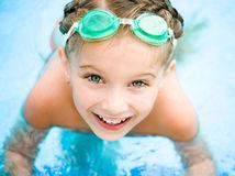 kúpanie, kúpalisko, kúpanie, plávanie, bazén, voda, leto, plavecké okuliare, dieťa, dovolenka,