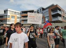protest miting Bonaparte kauza Basternak
