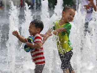 Južná Kórea, fontána, deti, voda, teplo, leto, ochladzovanie, chladenie