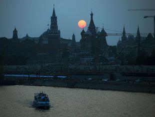 Moskva, Rusko, rieka Moskva, čln, loďka, Kremeľ