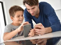 otec, syn, mobil
