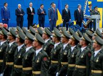 ukrajina, kyjev, vojenská prehliadka, vojaci, porošenko,