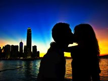 Hongkong, mesto, bozk, zaľúbenci, láska, mrakodrapy