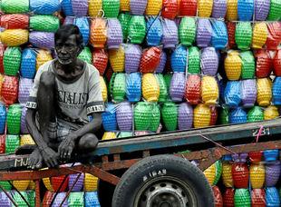 Srí Lanka, obchodník, plastové džbány