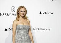 Americká herečka Heather Graham pózuje fotografom na akcii v Miláne.