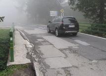 cesta, výtlk, auto