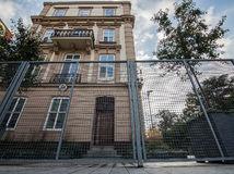 Bratislava nepredĺžila nájom pozemkov ambasáde USA. Zmizne plot okolo nej?