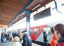 vlaky, železnice, cestujúci